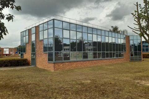 Bureaux - A LOUER - 330 m² non divisibles 3300 91570 Bievres