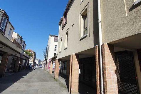 Bureaux - A VENDRE - 55 m² non divisibles 159000 93330 Neuilly sur marne