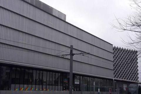 Locaux commerciaux - A LOUER - 328 m² divisibles à partir de 152 m² 3964 33310 Lormont