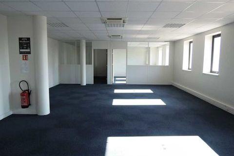 Bureaux - A VENDRE - 107 m² non divisibles 535000 77600 Bussy saint georges