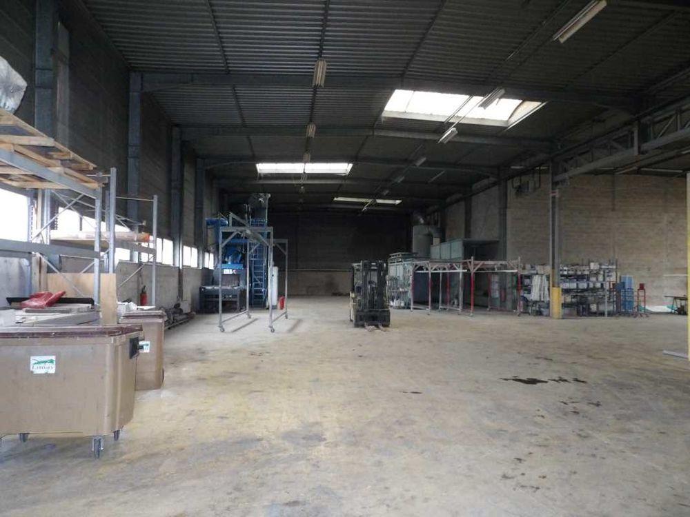 Entrepôts - A VENDRE - 1 700 m² non divisibles