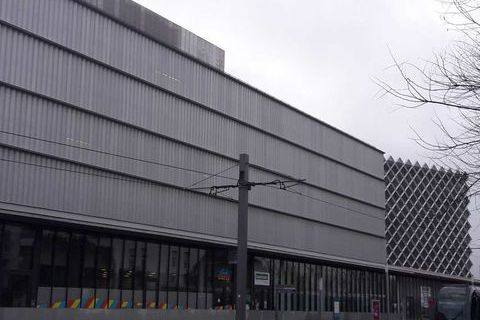 Locaux commerciaux - A LOUER - 175.77 m² non divisibles 2123 33310 Lormont