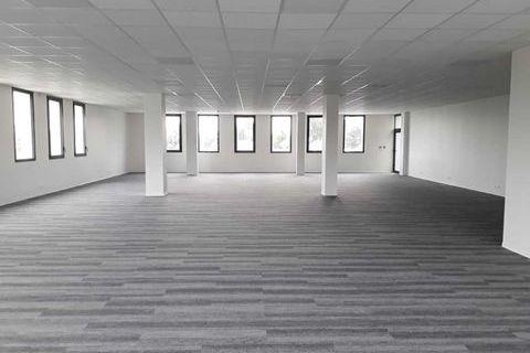 Locaux commerciaux - A LOUER - 383 m² non divisibles 7020 33320 Eysines
