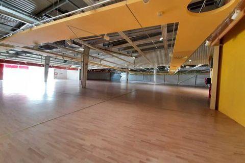 Locaux commerciaux - A LOUER - 2000 m² non divisibles 21660 78310 Maurepas
