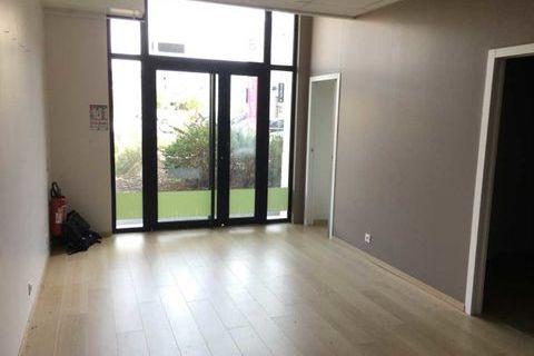 Locaux commerciaux - A LOUER - 39 m² non divisibles 975 33300 Bordeaux