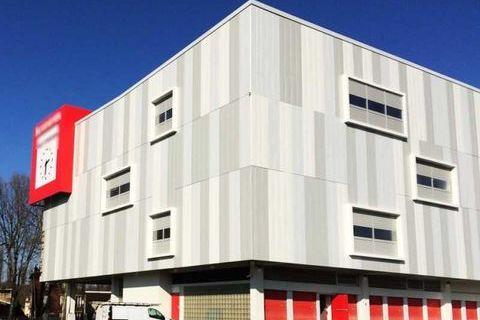 Entrepôts - A LOUER - 192 m² non divisibles 2496 93130 Noisy le sec