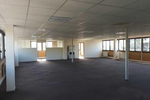 Bureaux - A LOUER - 577 m² divisibles à partir de 125 m² 4806 91400 Gometz la ville
