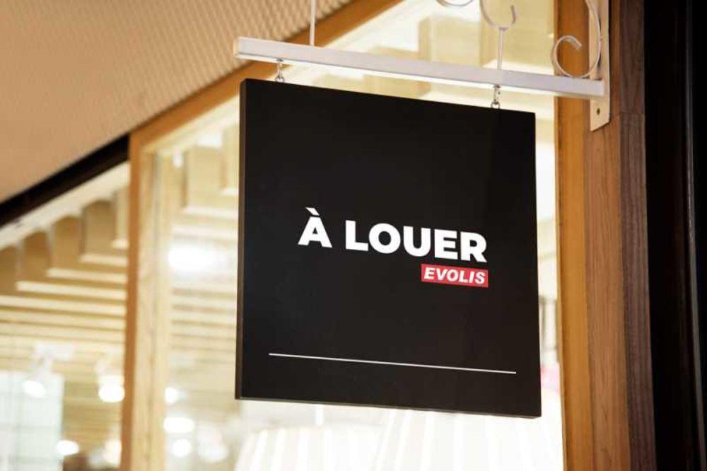 Locaux commerciaux - A LOUER - 243 m² non divisibles