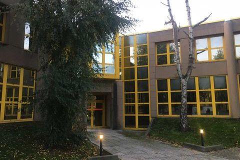 Bureaux - A VENDRE - 324 m² divisibles à partir de 104 m² 550000 92220 Bagneux