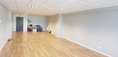 Bureaux - A LOUER - 75 m² non divisibles 750 95190 Goussainville