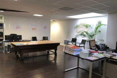 BUREAUX GARE MAULE - 142 m² non divisibles 1500 78580 Maule