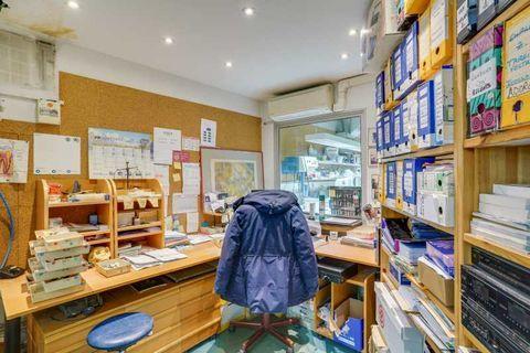 Locaux commerciaux - A VENDRE - 113 m² non divisibles 900000 75011 Paris