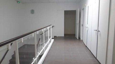 Bureaux - A LOUER - 820 m² divisibles à partir de 407 m² 7519 78180 Montigny le bretonneux