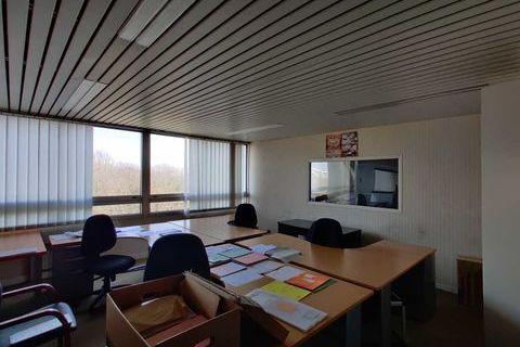 A proximité de la gare de Grigny-Centre - 600 m² non divisibles 799998 91130 Ris orangis