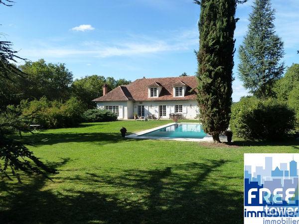 Annonce vente maison villefranche de rouergue 12200 for Aquilus piscine villefranche de rouergue