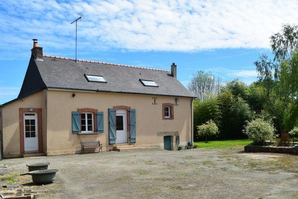 Annonce vente maison coss le vivien 53230 92 m 154 for Restaurer une maison de campagne