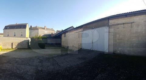 Ref8673 LOUDUN Un garage avec double cour fermée et a... 54000 86200 Loudun