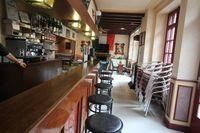 Un Appartement et Bar avec dependances, garage et jardin dans dans la ville de Tinchebray et tous commerces a proximité 162000