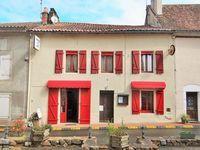 Dordogne:  Bar-restaurant équipé.  Licence IV et appartement 2 chambres modernisé 194400