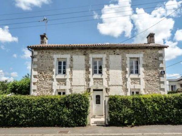 Annonce vente maison chasseneuil sur bonnieure 16260 for Renovation petite maison de ville