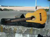 Jolie guitare acoustique avec sa capitonnée 85 Bordeaux (33)