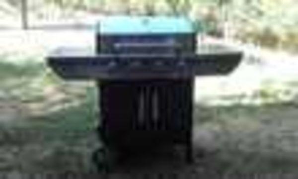Barbecue Somagic à gaz, 4 brûleurs 2 planchas  + 1 grille (34) - 300 €