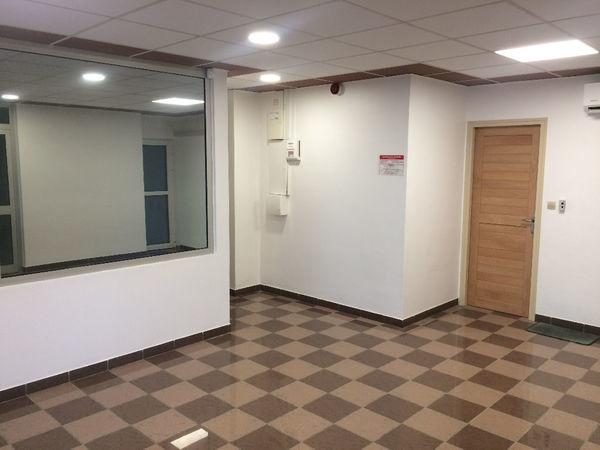 Local commercial Saint Denis 2 pièce(s) 58 m2 870 97400