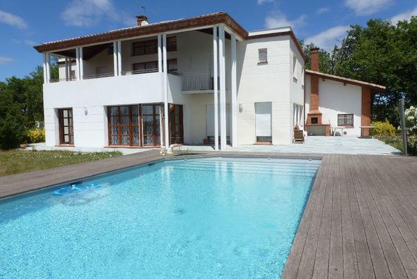 Annonce vente maison l 39 isle jourdain 32600 300 m 624 for Piscine l isle jourdain