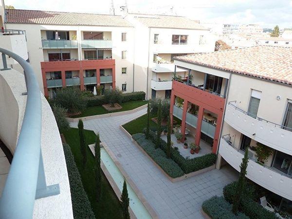 Appartement - 3 pièce(s) - 84 m² 880 N�mes (30000)