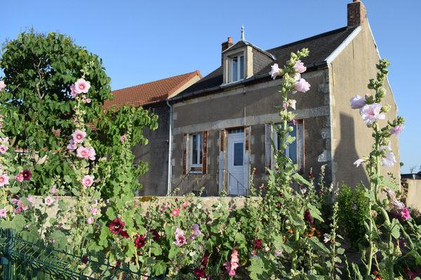 Annonce vente maison montmarault 03390 85 m 80 000 992738175091 - Maison a energie renouvelable ...