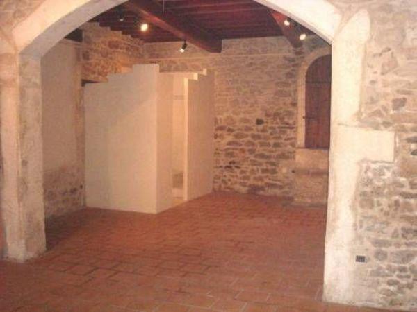 Appartement - 1 pièce(s) - 50 m² 390 N�mes (30000)