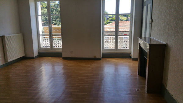 Annonce location appartement bourg argental 42220 63 for Bourg argental piscine