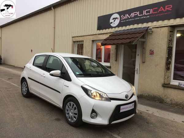 voiture toyota yaris 100h dynamic occasion hybride 2013 61500 km 9990 lagny sur. Black Bedroom Furniture Sets. Home Design Ideas