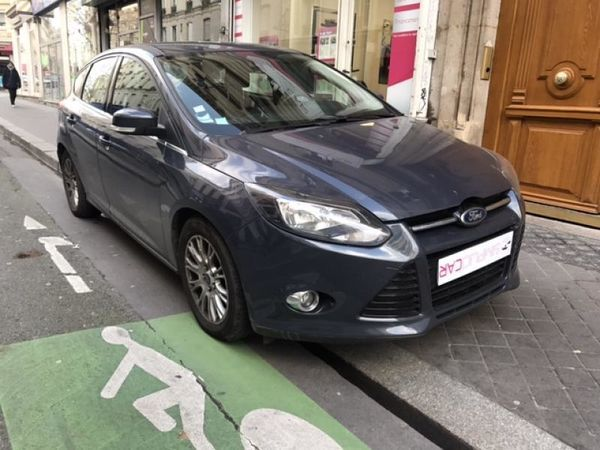 voiture ford focus 1 6 tdci 115 fap s s titanium occasion diesel 2011 52500 km 8499. Black Bedroom Furniture Sets. Home Design Ideas