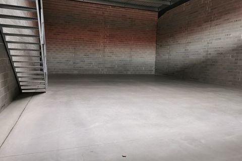 Local d'activité 151 m²