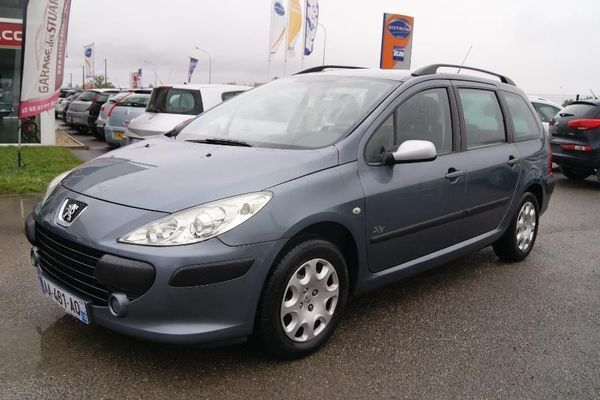 voiture peugeot 307 occasion diesel 2007 158430 km 5490 aubigny sur n re cher. Black Bedroom Furniture Sets. Home Design Ideas