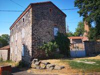 Location Villa Loue beau F6 meublé dans une ancienne ferme.  à Saint-georges-d'aurac