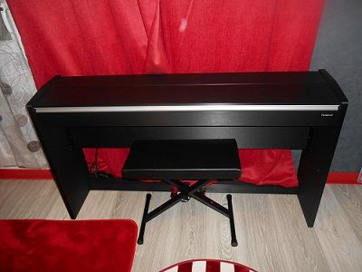Piano Roland Digital F-120 noir + Banquette Neuf (93) - 500 €