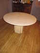 Table ronde en travertin (91) - 300 €