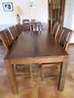Table et ses 8 chaises en bois exotique (95) - 1 000 €