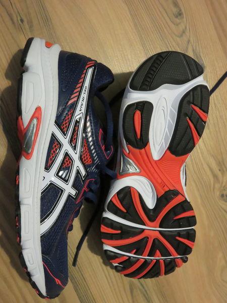 Chaussures de sport baskets Asics taille 38