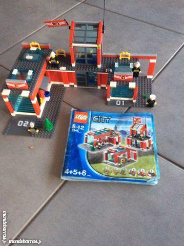 Caserne pompier LEGO CITY 7945