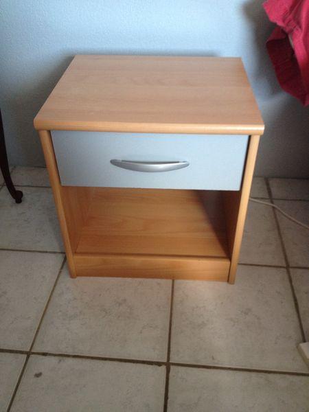 table de chevet en bois clair meubles
