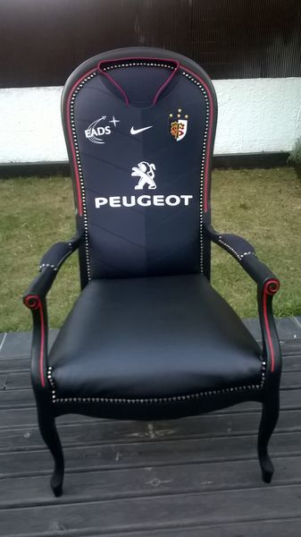 fauteuil voltaire relooke stade toulousain - Voltaire Relooke