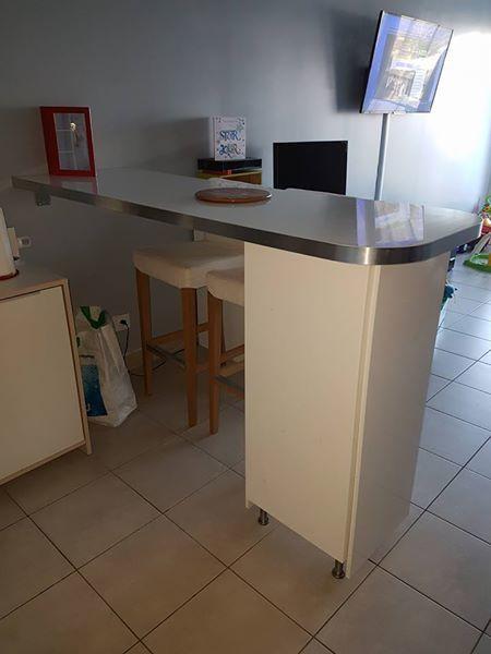f7bffa50004b0 Bar avec rangement + 2 chaises hautes Meubles
