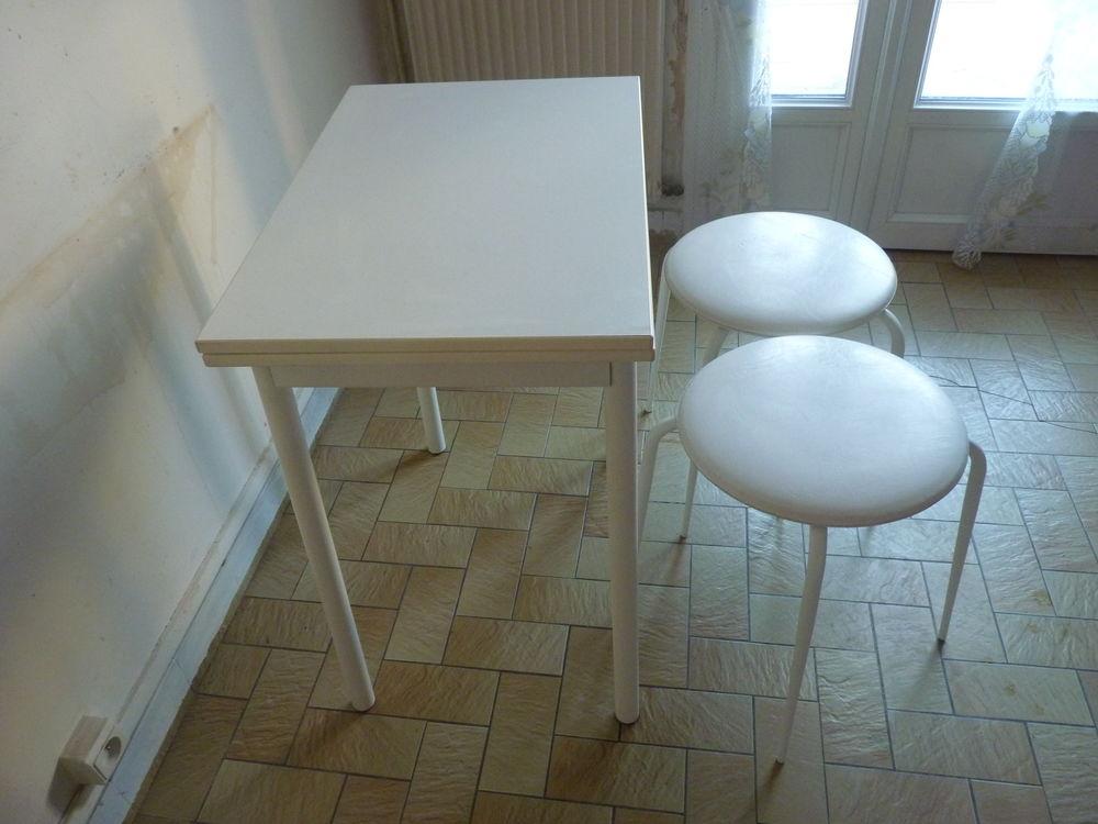 Achetez Petite Table Occasion Annonce Vente A Champigny Sur