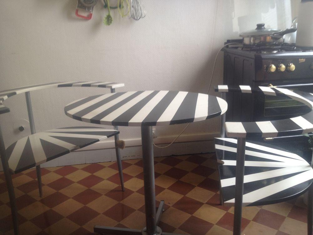 Achetez Table Et 2 Chaises Unique Collector Annonce Vente à