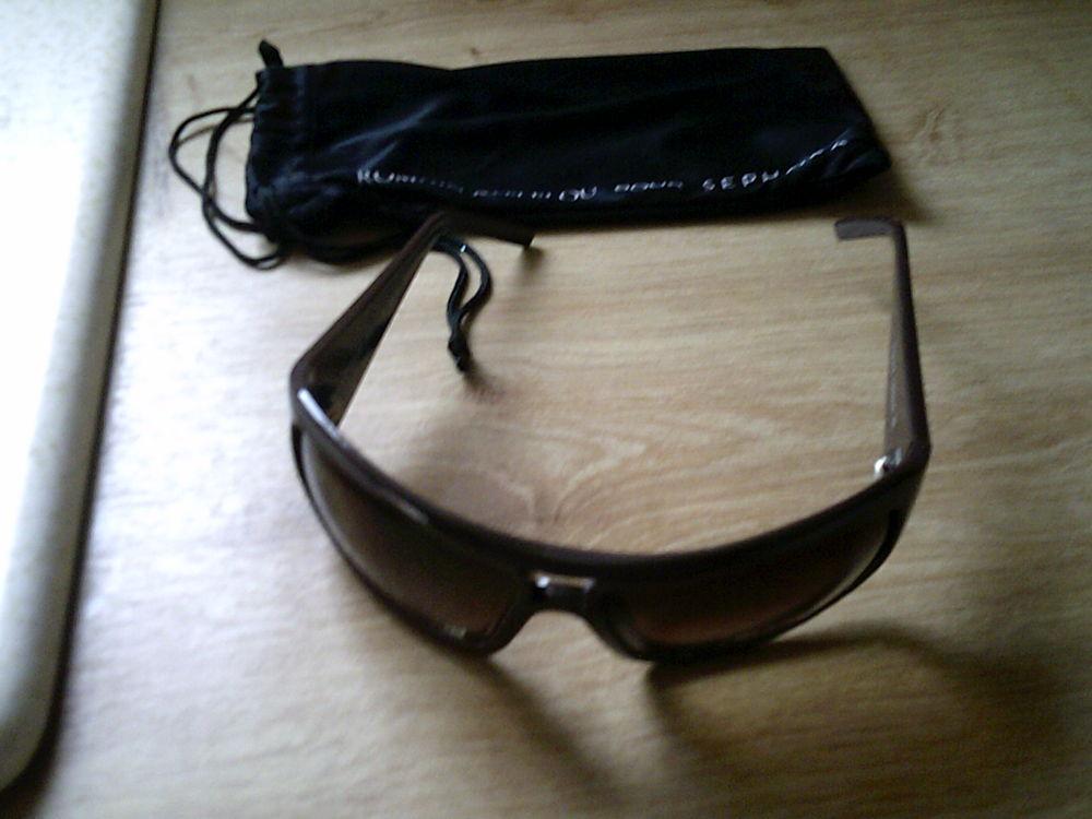0e205427a5 Achetez lunettes de soleil neuf - revente cadeau, annonce vente à ...