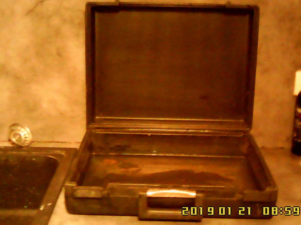 Mallette (environ 15 litres) en PVC.   10 Noailhac (81)