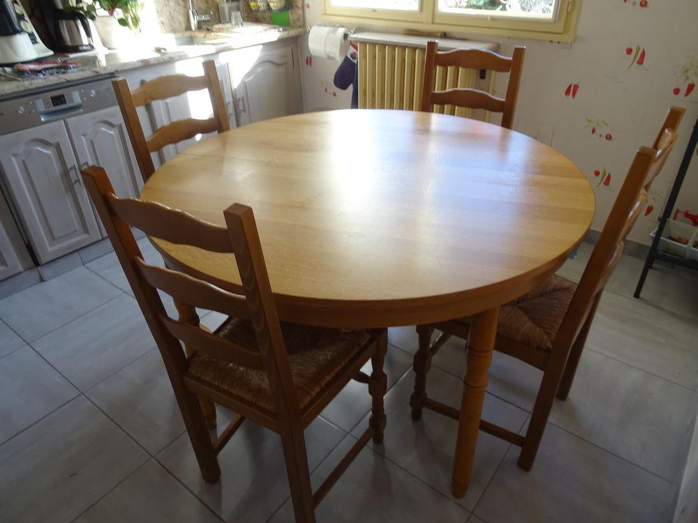 Table ronde de  cuisine et quatre chaises 150 Auch (32)